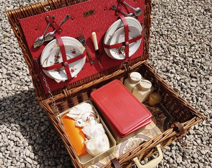 Vintage picnic set, Brexton picnic set, picnic basket, wicker basket, 1950's
