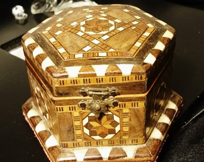 Antique Vizagapatam, heavily carved trinket / jewellery box, Anglo-Indian inlaid casket, bone, parquetry woodwork, lined