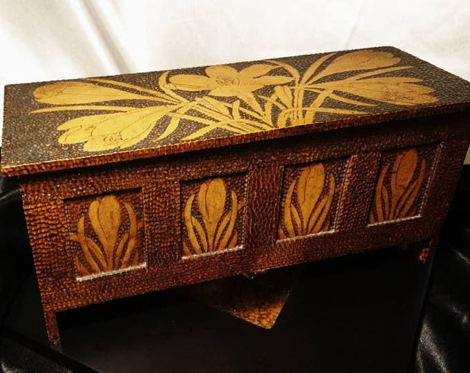 Antique pokerwork box, beautiful art nouveau, pyrography casket / miniature coffer