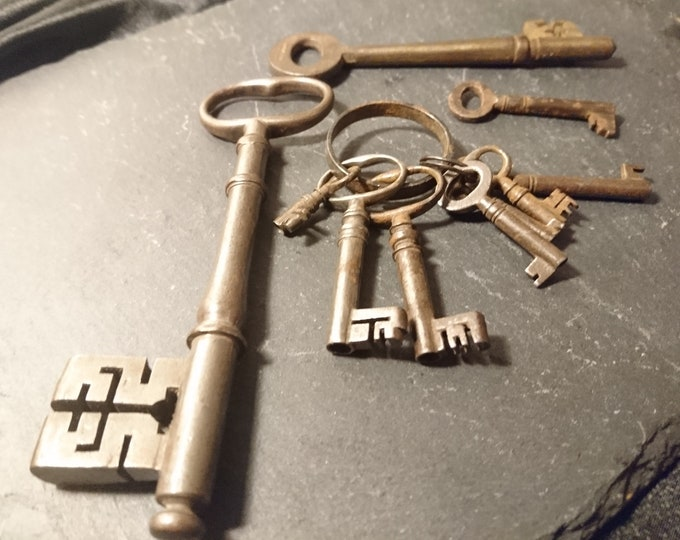 Collection of 10 antique keys, iron keys, rustic decor, skeleton key, maze key, Victorian, original keyring