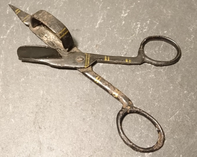 Georgian candle snuffers, scissor action, japanned and gilt metal
