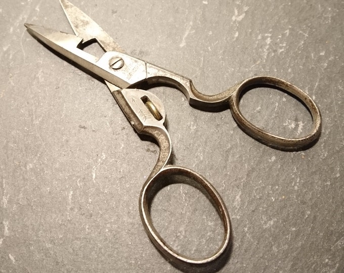 Antique button hole scissors, adjustable sewing scissors, haberdashery, crafts, needlework