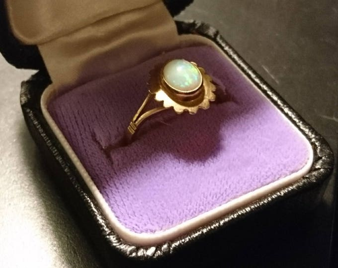 Vintage Opal ring, Art Deco 9ct gold flower set, natural sparkling Opal, vintage gold rings