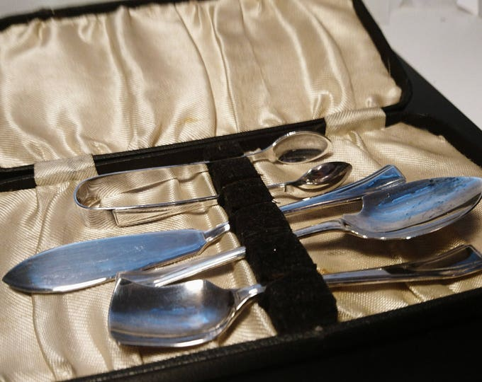 Antique travel cutlery set, cased travel cutlery set, Edwardian silver plated