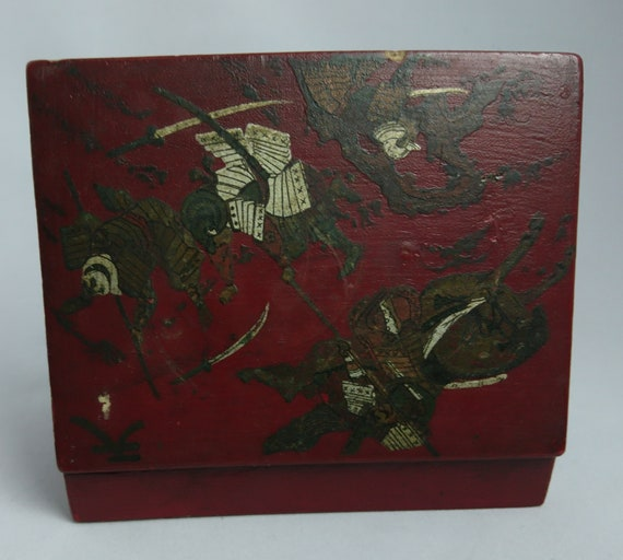 Antique Japanese box, Meiji period, Kamakura Bori, samurai warriors