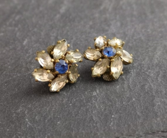 Vintage Czech glass flower earrings, clip on, 1930's