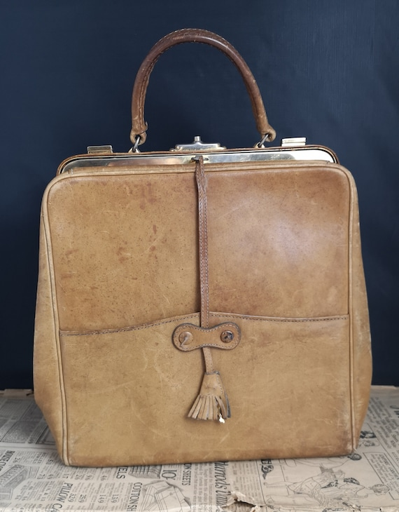 Vintage 50's handbag, tan leather, top handle with key