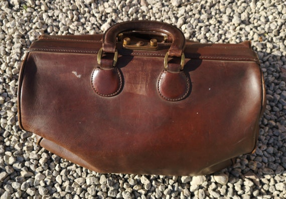 Vintage leather Gladstone bag, large 20s leather gentleman's bag