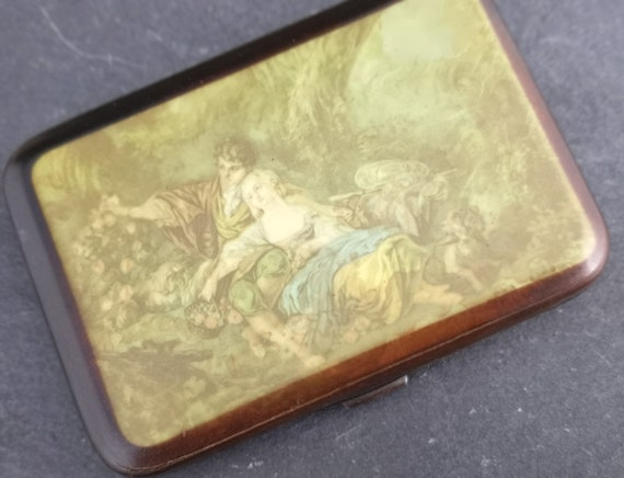 Antique cigarette case, Romantic scene