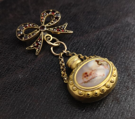 Antique agate scent bottle and bohemian garnet bow brooch