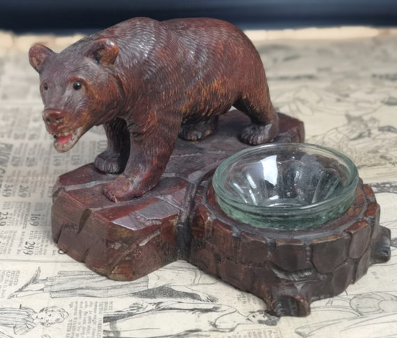 Antique black forest bear ashtray, carved Swiss Lime wood, 19th century