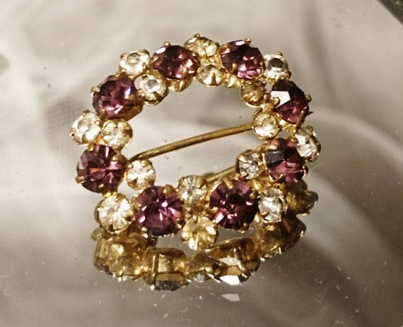 Pretty victorian gilt and paste stone brooch, oval raspberry and white foiled paste pin, antique brooch