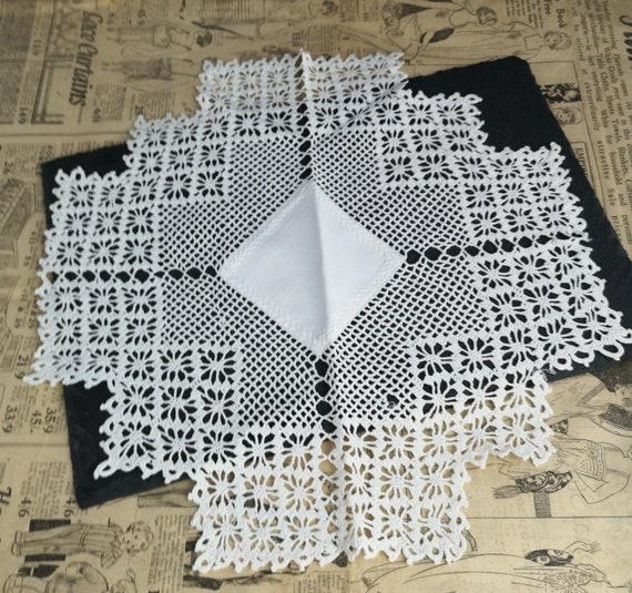 Vintage crochet centrepiece, table linen, doilies