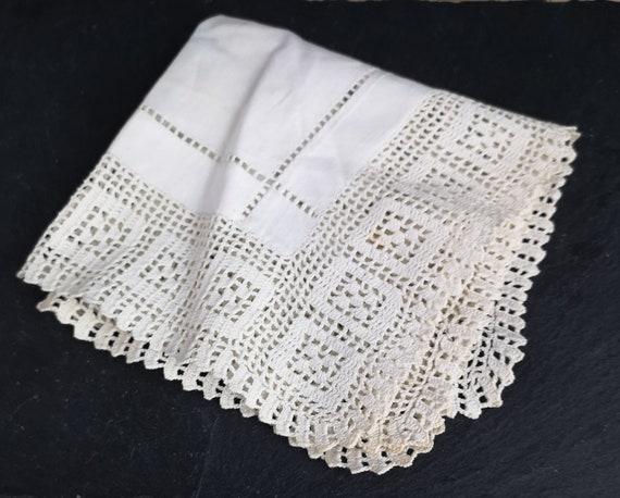 Vintage crochet doily, place mat, centrepiece, table linen