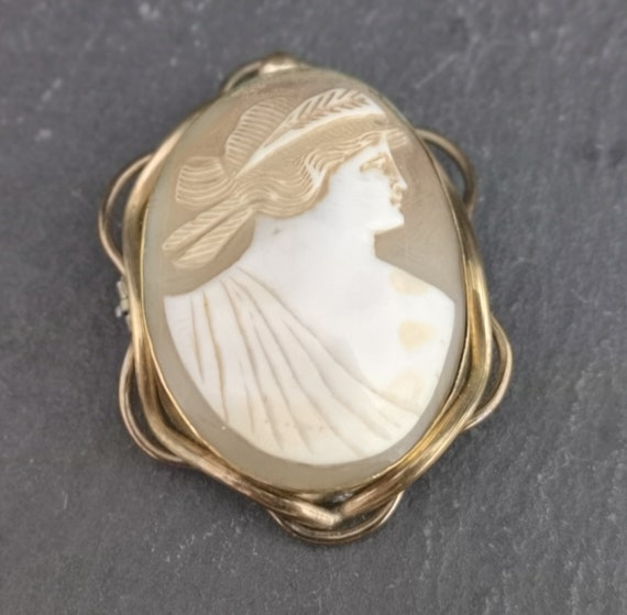 Antique Victorian cameo brooch, pinchbeck mount