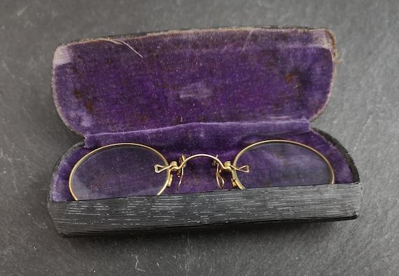 Antique pince nez spectacles, cased antique glasses
