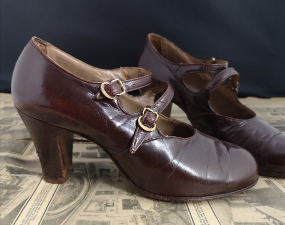 Vintage shoes, 1930's heels, brown leather, 2 bar Mary Janes