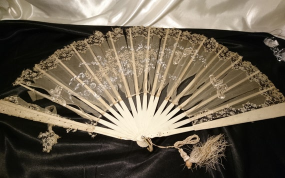 Large Victorian fan, bovine bone, lace and silk, hand painted, tattered, restoration
