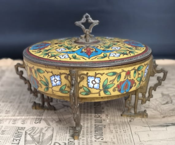 French Antique gilt bronze and champleve enamel lidded box, Chinoiserie, in the manner of Barbedienne