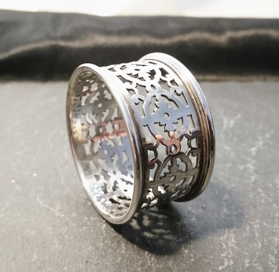 Antique silver plated napkin ring, filigree cut out, Edwardian era, napkin holder