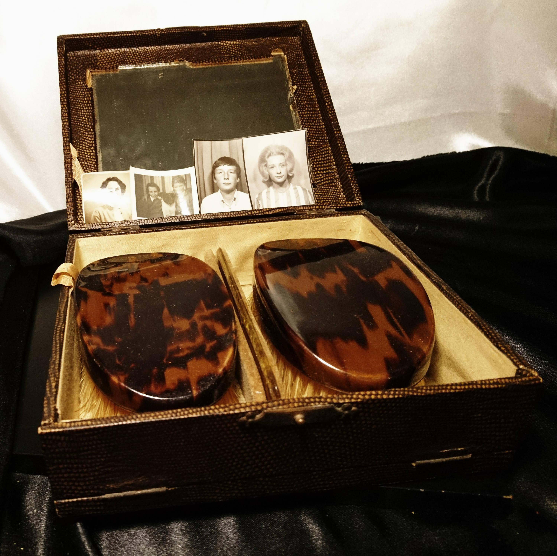 Gents vintage 1920's vanity travel set, brushes, comb