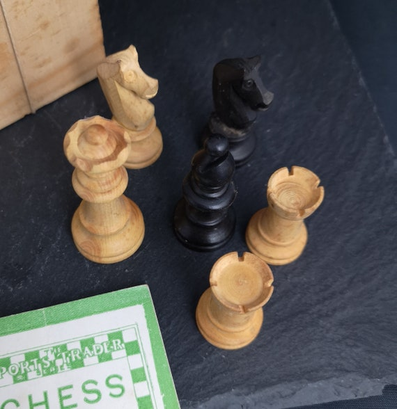 Vintage chess pieces, Staunton style, wood, boxed