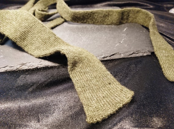 Vintage gents necktie, wool, straight edge, army green 1940's WW2 necktie