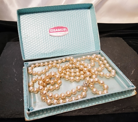 Vintage 40's long faux pearl necklace, imitation pearls, boxed