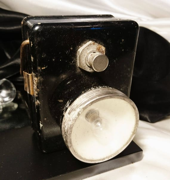 A vintage 40's British issue WW2 ARP handheld lamp, British militaria, WW2 collectables
