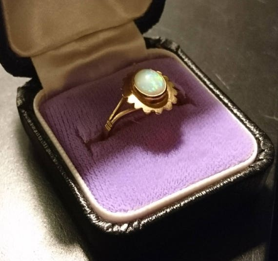 Vintage Opal ring, Art Deco 9ct gold flower set, natural sparkling Opal, vintage gold rings