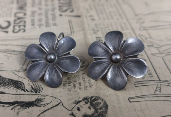 Vintage 1920's silver flower earrings, screw back, sterling silver