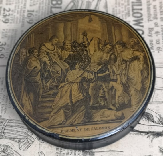 Antique French Erotic snuff box, papier mache, early 19th century, mature content