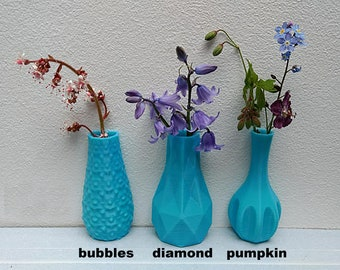 1x little 3D printed magnetic vase to pimp up your fridge, white board or washing machine. Kitchen decor as a great gift.