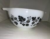 Vintage Pyrex 1 1 2 Pint Gooseberry Black White Mixing Bowl 441