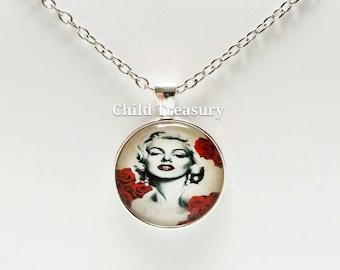 Marilyn Monroe Pendant Necklace/Marilyn Monroe Necklace/Marilyn Monroe Pendant Chain/Marilyn Monroe Accessory/Celebrity Pendant Necklace