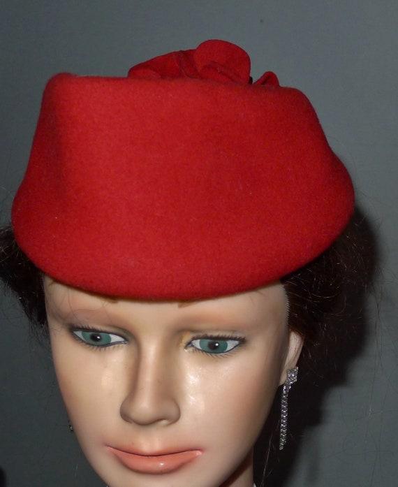 Beautiful vintage red felt fascinator hat - from … - image 6