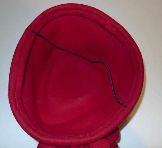 Beautiful vintage red felt fascinator hat - from … - image 5