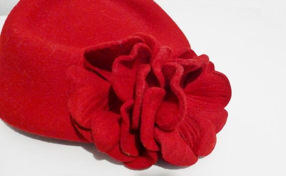 Beautiful vintage red felt fascinator hat - from … - image 7
