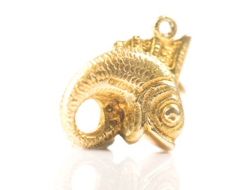 Circa 1950s Retro Vintage Eternal Circle Fish Charm Pendant, 9 Karat Yellow Gold, VJ #250