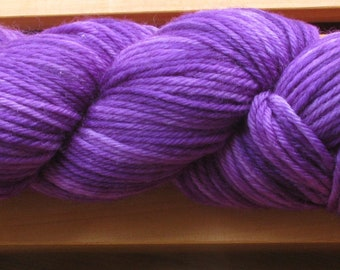 10Ply, hand-dyed yarn, 100g - Ultra Violet