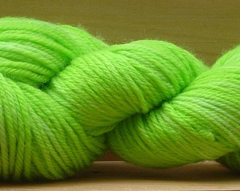 8Ply (DK), hand-dyed yarn, 100g - Lime