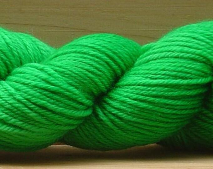 8Ply (DK), hand-dyed yarn, 100g - Leaf Green