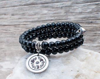 Black bracelet with charm, children initials, personalized Bracelet, initial charm, words, gift MOM charm, black beads, HTC
