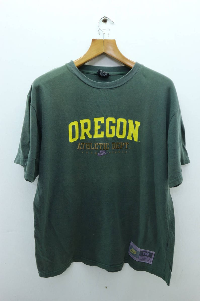 2517f6636a0f Vintage Nike Oregon Athletic Dept T-Shirt Running Sport Air