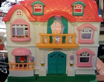 Vintage Fisher-Price Loving Family 4618 Doll House