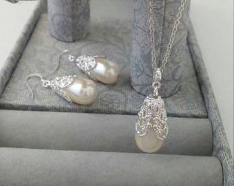 Antique White Teardrop Pearl Jewelry Pendant Set