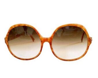 952dda9fee795 Oscar De La Renta- Vintage 70 s Brown Tortoiseshell Large Round Oversized  Frame Sunglasses