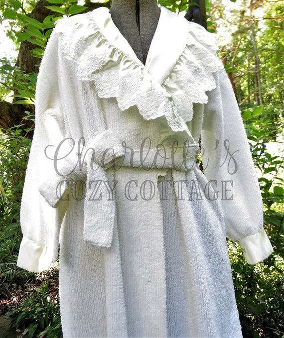 75eec59e71 Angel Wings White Prairie Style Chenille Robe Vtg Bathrobe