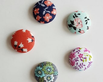 Fabric magnets, set of 5, fridge magnet, floral fabric, floral magnet, kitchen magnet, dorm decor, fabric button magnets, round magnets