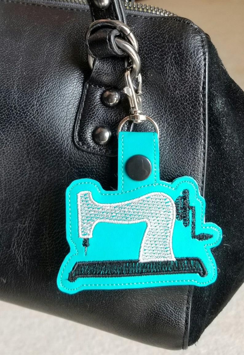 Sewing machine keyfob, sewing key chain, embroidered vinyl, sewing gift,  small gift, embroidered keychain, purse charm, crafter gift
